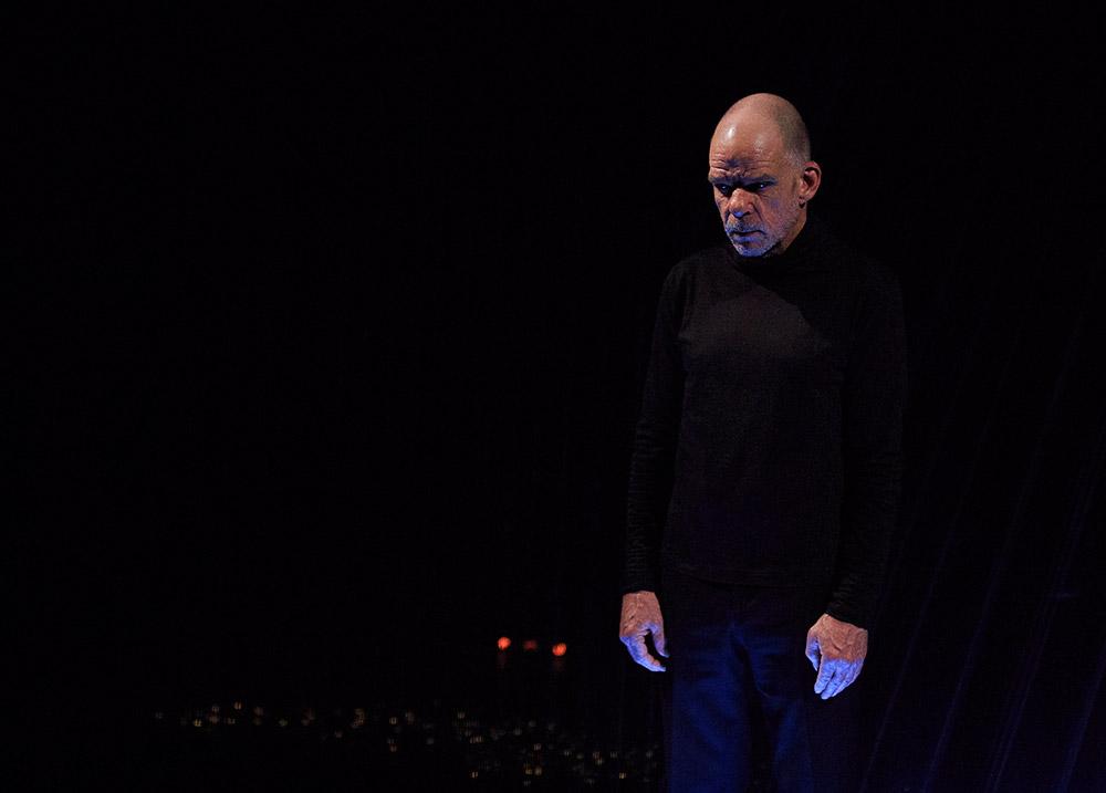 Cap au pire, de Samuel Beckett, m.e.s. Jacques Osinski, avec Denis Lavant - photo © iFou pour Le Pôle Media